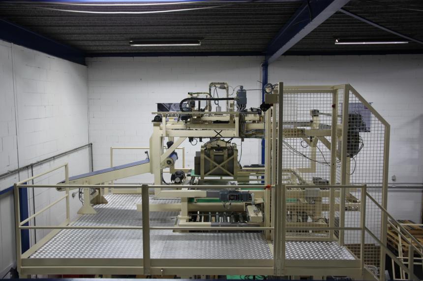 HMR GPR-600 palletiser